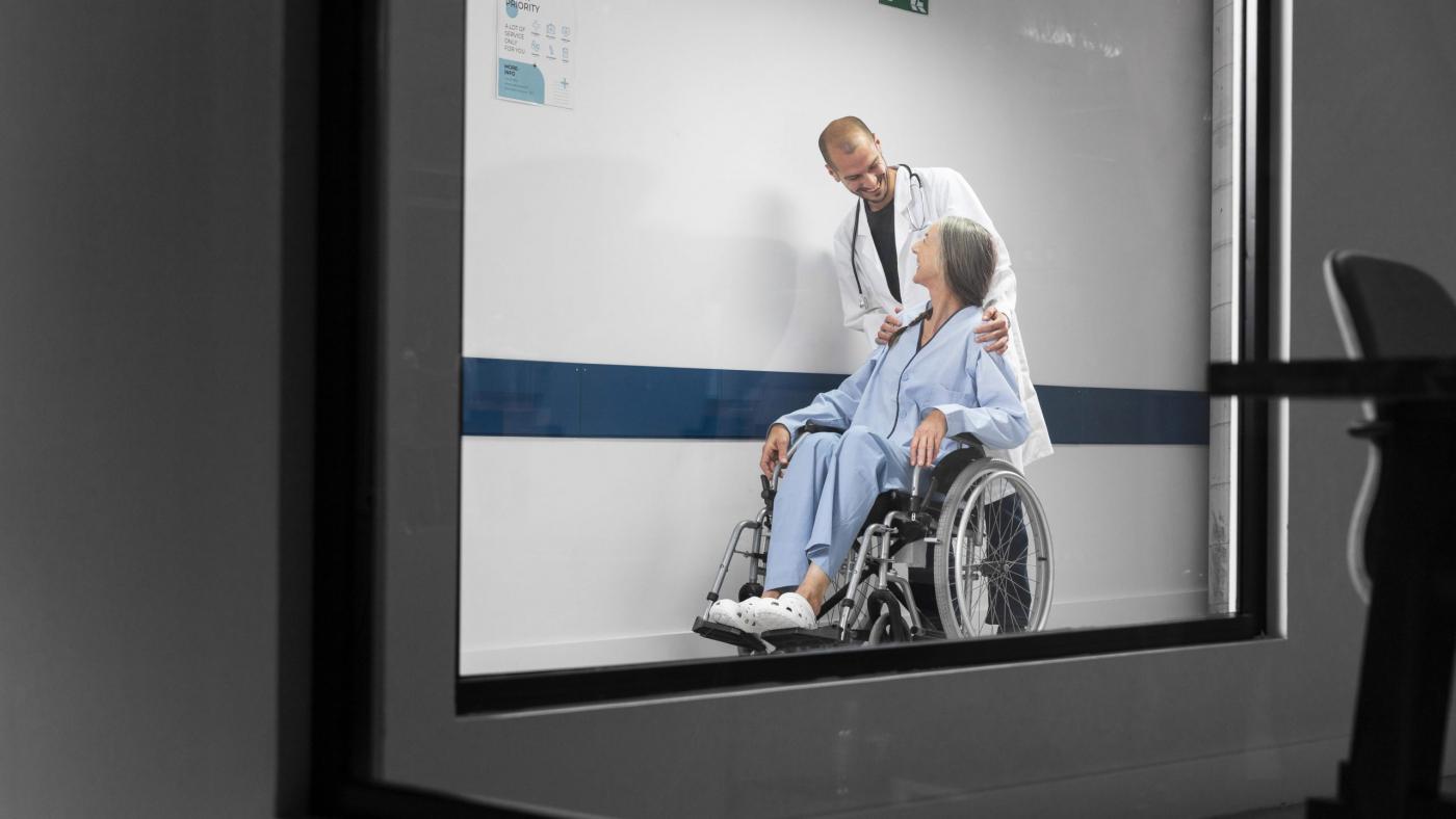 full-shot-doctor-patient-wheelchair